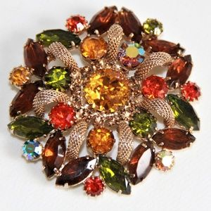 Jewelry - Gorgeous Vintage Gold and Rhinestone Brooch
